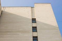 Abstraktes weißes Architekturfragment mit Wänden und Dekorationselement Stockfotos