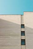 Abstraktes weißes Architekturfragment mit Wänden und Dekorationselement stockfoto