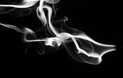 Abstraktes weißes Dampfmuster und -form auf Schwarzem Lizenzfreie Stockfotos