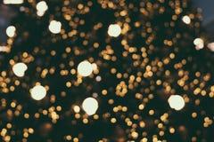 Abstraktes Weihnachten und neues Jahr beleuchten bokeh Hintergrund vom Gold Lizenzfreies Stockbild