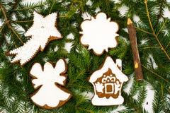 Abstraktes Weihnachts-und neues Jahr-Hintergrund mit Lebkuchen Lizenzfreies Stockfoto