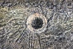 Abstraktes wirkliches Foto des klaren und transparenten Wasserformtrichters Stockfotos