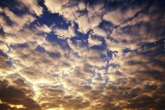 Abstraktes Wolke scape im Himmel am Morgen Stockbilder
