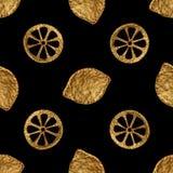 Abstraktes Zitronenmuster Goldhandgemalter nahtloser Hintergrund Goldene Illustration der Zitrusfrucht Stockfotografie