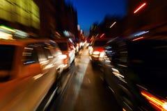 Abstraktes Zoombild des Nachtverkehrs Lizenzfreies Stockfoto