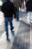 Abstraktes Zoombild von Leuten in der Stadt Stockfotografie