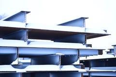 Abstraktion der Metallunterstützungen der Brücke Stockbilder