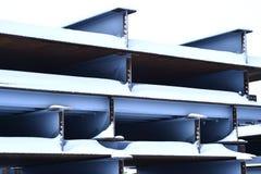 Abstraktion der Metallunterstützungen der Brücke Lizenzfreies Stockfoto