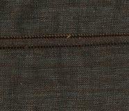 Abstraktion für den Hintergrund dunkelbraunes Gewebe mit der Massennaht Lizenzfreies Stockbild