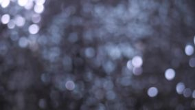 Abstraktion Silberne Säulen funkeln vom hellen Licht 4K stock footage