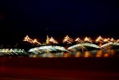 Abstraktion St Petersburg i nattljusen royaltyfri bild