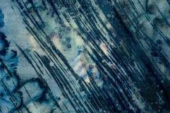Abstraktion, turkos och violett varm batik, bakgrundstextur som är handgjord på silke arkivfoto