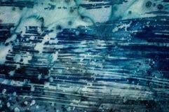 Abstraktion, turkos och violett varm batik, bakgrundstextur som är handgjord på silke arkivfoton