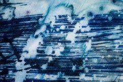 Abstraktion, turkos och violett varm batik, bakgrundstextur som är handgjord på silke arkivbilder