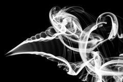 Abstraktion: weißes Rauchmuster und -kurven auf Schwarzem Lizenzfreies Stockfoto