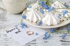 Abstraktionsabbildung für Hochzeit Feiertagshintergrund mit Blumen vergessen mich nicht Stockbild