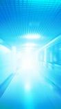 Abstraktionskorridor mit Blaulicht Stockfotografie