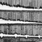 Abstration mit Bretterzaun und Schnee Stockbild