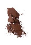 Abstrich des zerquetschten braunen Lidschattens als Probe des kosmetischen Produktes Stockbilder