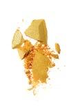 Abstrich des zerquetschten goldenen Lidschattens als Probe des kosmetischen Produktes Stockbilder