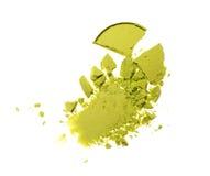 Abstrich des zerquetschten grünen Lidschattens als Probe des kosmetischen Produktes Stockfotografie