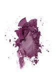 Abstrich des zerquetschten purpurroten Lidschattens als Probe des kosmetischen Produktes Lizenzfreie Stockfotografie