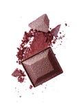 Abstrich des zerquetschten purpurroten Lidschattens als Probe des kosmetischen Produktes Lizenzfreies Stockfoto