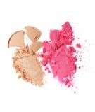 Abstriche von zwei zerquetschten beige und rosa Lidschatten als Probe des kosmetischen Produktes Stockfotografie