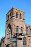 Abtei und Wegweiser Shrewsbury Stockfoto