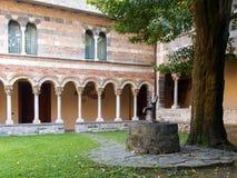 Abtei von Piona, von Innenhof und von Kloster Stockfotos