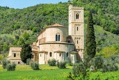 Abtei von Sant'Antimo unter den Hügeln von Toskana, Italien Lizenzfreies Stockbild