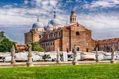 Abtei von Santa Giustina, Prato-della Valle-Quadrat, Padua, Italien Stockfotos