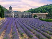 Abtei von Senanque mit Lavendelfeld Lizenzfreies Stockfoto