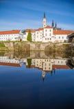 Abtei Vyssi Brod Tschechische Republik in dem Teichfrühling Lizenzfreie Stockfotos