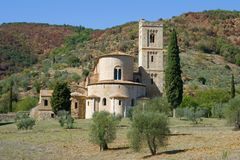 Abteien Sans Antimo schließen oben am sonnigen Tag Toskana, Italien Stockfotos