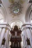 Abteikathedraleninnenraum Lizenzfreies Stockfoto