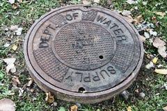 Abteilung des Wasserversorgungs-Kanaldeckels Stockfotografie