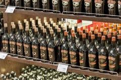 Abteilung von Alkoholen im Dutyfreeshop Lizenzfreie Stockfotografie