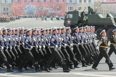 Abteilungsseeleute auf dem Marsch Stockbilder