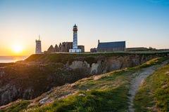 Abteiruine und Leuchtturm, Pointe de Heilig-Mathieu, Bretagne, Frankreich Stockfotos