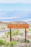 Abtreiben des Straßen verbotenen Zeichens Stockfoto