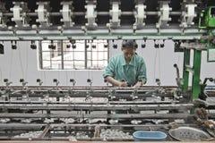 Abtrennende silk Kokons der chinesischen Arbeitskraft Stockbild