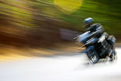 Abtsract von motorbiker laut summend in Indien Stockfoto