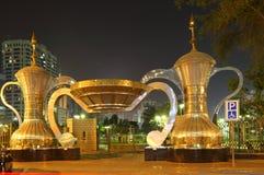 abu阿拉伯咖啡dhabi罐 免版税库存图片