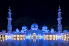 2 abu Al阿拉伯人象比团结的一千阿拉伯联合酋长国框能国家(地区) dhabi eid酋长管辖区四十会集全部hh被启动的关键最大延迟的星期五更多清真寺nahyan编号人位置祷告s总统回教族长苏丹是zayed的崇拜 图库摄影