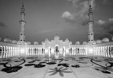 2 abu Al阿拉伯人象比团结的一千阿拉伯联合酋长国框能国家(地区) dhabi eid酋长管辖区四十会集全部hh被启动的关键最大延迟的星期五更多清真寺nahyan编号人位置祷告s总统回教族长苏丹是zayed的崇拜 免版税库存照片