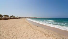 Abu Dabbab podpalana piaskowata plaża Marsa Alam obraz stock