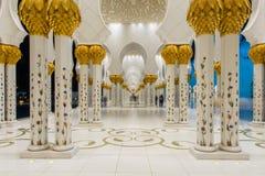 Abu Dabi - 9 Ιανουαρίου 2015: Sheikh μουσουλμανικό τέμενος Zayed επάνω Στοκ εικόνα με δικαίωμα ελεύθερης χρήσης