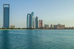Abu dabi, Förenade Arabemiraten, 15 11 2015 horisonter och stad Arkivfoto