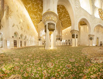 Abu Dabi - 9. Januar 2015: Sheikh Zayed-Moschee Lizenzfreies Stockfoto